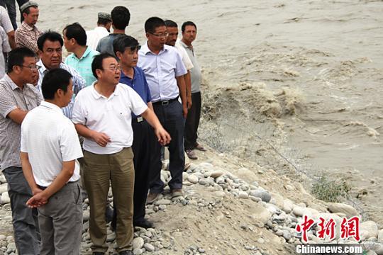 滚动新闻  原标题:新疆和田暴发洪水致农作物受灾牲畜死亡(图)