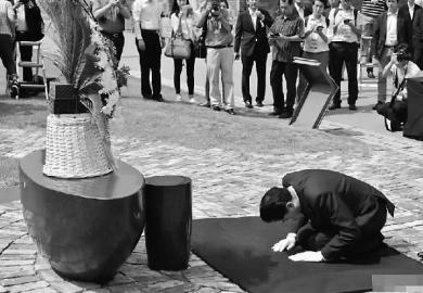 日本前首相韩国下跪致歉