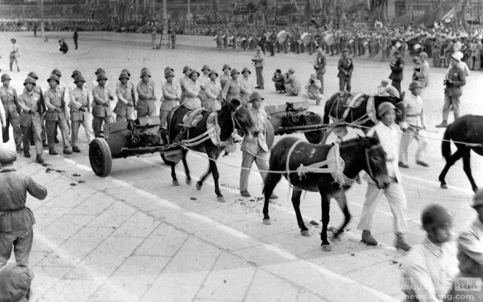 1949-2009年,14次阅兵的珍贵画面 - 人在上海    - 中国新闻画报