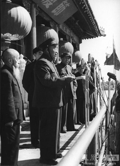 朱德总司令下达阅兵命令.在这一年的阅兵式上,民兵大队第一次出