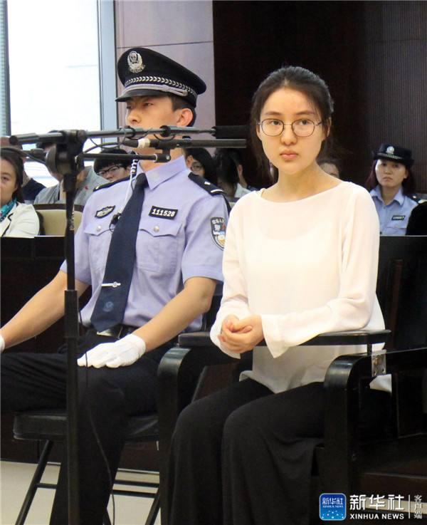 ↑9月10日,被告人郭美美在法庭上。新华网发
