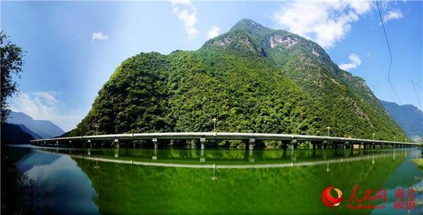 """湖北兴山""""最美水上公路""""成为鄂西旅游新景点(图)"""
