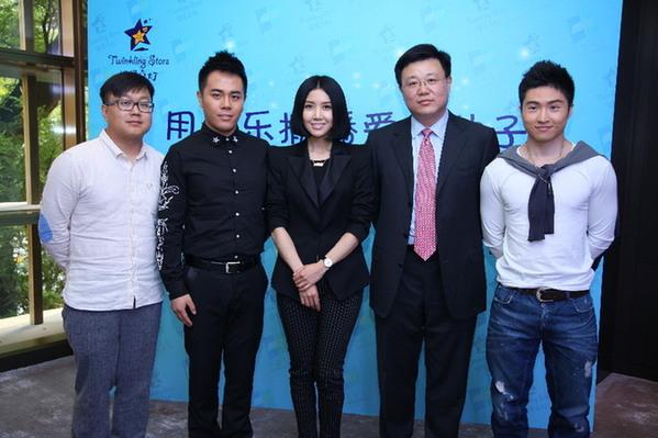 中英人寿总裁俞宁,中国音协流行音乐学会主席付林出席了本次活动并图片