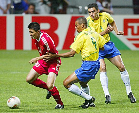 郝海东:世界杯踢完巴西我扔掉了卡洛斯的球衣