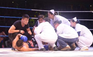 一龙暴力鞭腿致巴西拳手重伤送医