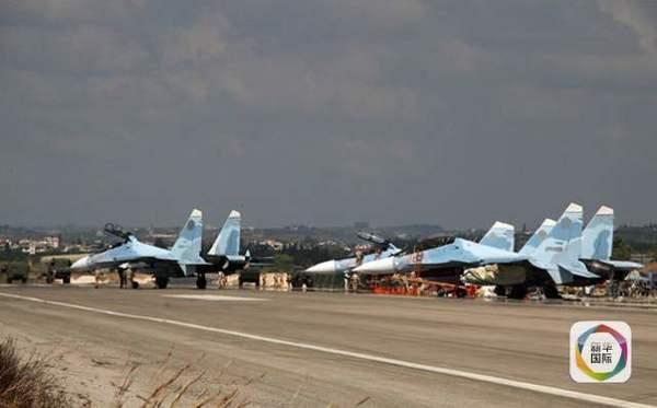 正待从叙利亚Hmeimim空军基地起飞的苏-30战机群
