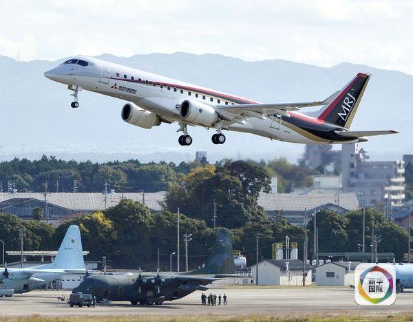 """日本首款喷气式""""大飞机""""首飞"""