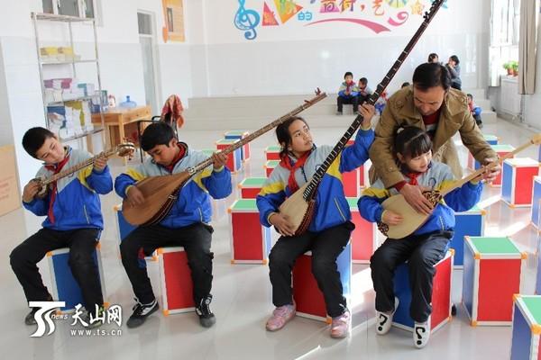 县乡村娃学起了民族乐器