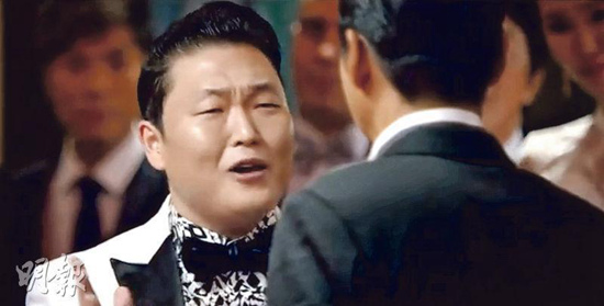 """鸟叔""""PSY与周润发在MAMA颁奖礼上大跳骑马舞,成当场热点.近"""