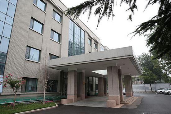 新设立的中央纪委驻国务院办公厅纪检组,位于北京市西城区文津街上的一栋灰色办公楼里。肖磊涛 摄