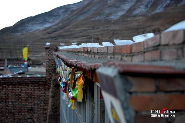 青海安多藏区的别样新年 晚上十二点一过,大家点起篝火,吹响吉祥的