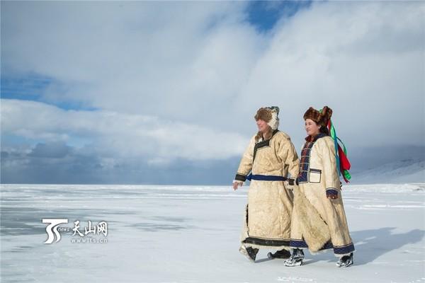 【高清组图】蒙古族新人在赛里木湖拍精美婚纱照