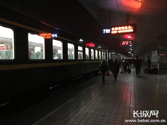 火车站站台.长城网 杨雅荃 摄-2月26日北京铁路局增开北京南至天津