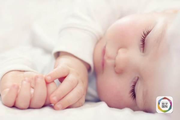 新生儿侧卧睡好吗