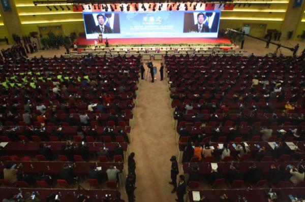 在开幕式上,河南省人民政府省长陈润儿向与会嘉宾致辞。