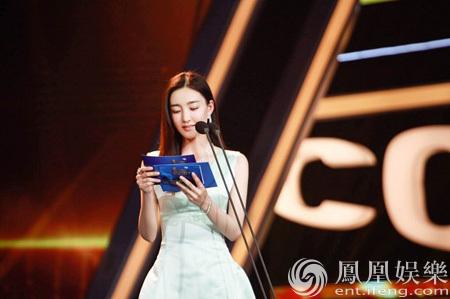 王丽坤担任大影节开奖嘉宾 森女范清丽亮相闭幕红毯 [有看点]