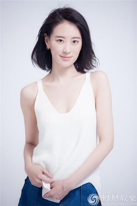 王乐君示范夏日清爽装扮 肌肤雪白迷人【星看点】