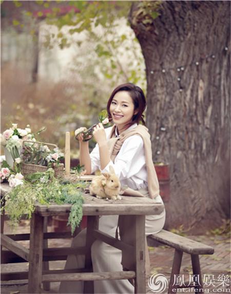 【星娱TV】江一燕森系写真仙气满分 花木相衬恬静素雅