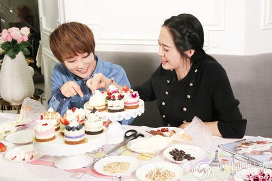 【星娱TV】谢楠姚晨闺蜜再联手 为公益直播做甜品