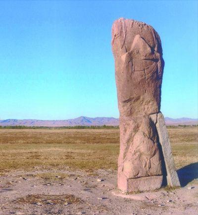 辽上京城址内现存的观音菩萨石雕像