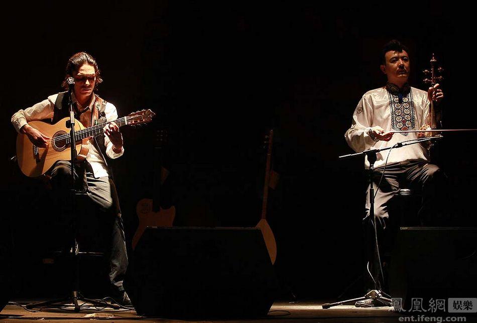 艾尔肯/2012年5月22日,新疆歌手艾尔肯为其演唱会在京举办发布会,...