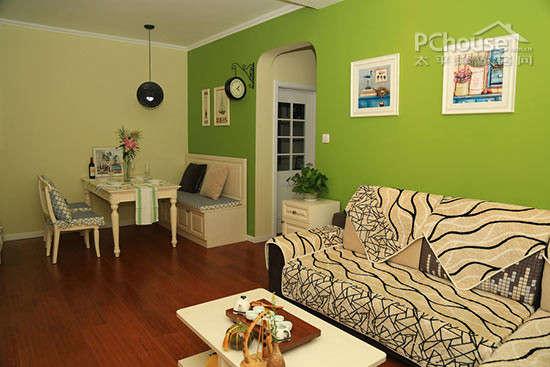 客厅颜色搭配,沙发背景墙 编者点评:沙发背景墙采用了茶绿色,搭配整体