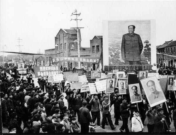 1967年3月3日,山东省和济南市的近30万人庆祝山东省革命委员会成立。