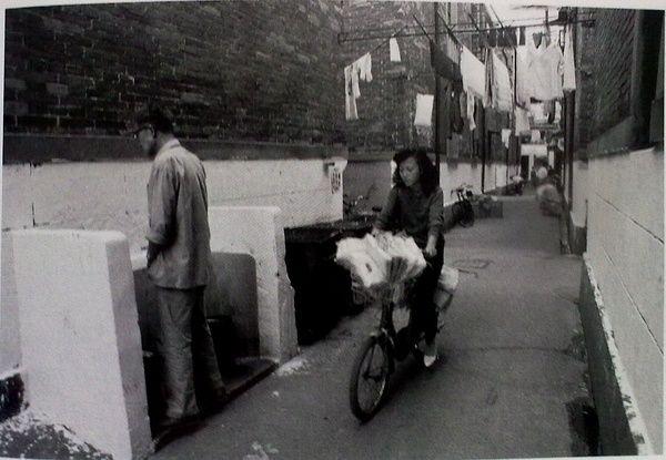 90年代中国人上厕所:死刑犯栓绳子 景点成尿池 - 雷石梦 - 雷石梦(观新闻)