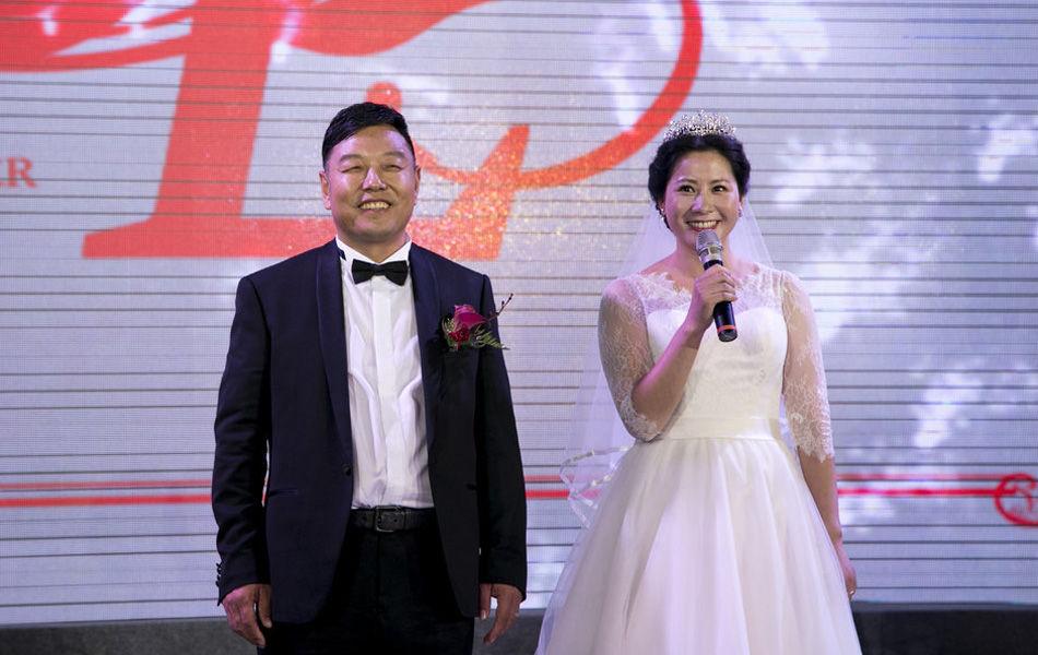2014年5月24日,江苏南通,世界乒坛名将、2000年悉尼奥运会女子双打冠军李菊在家乡举行婚礼。