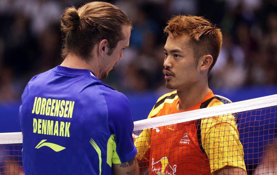 北京时间6月13日,2014日本羽毛球超级赛展开男单1/4决赛的较量。两位中国大将出人意料的一同出局,林丹不敌约根森,两年外战不败告终,30场连胜就此作古。
