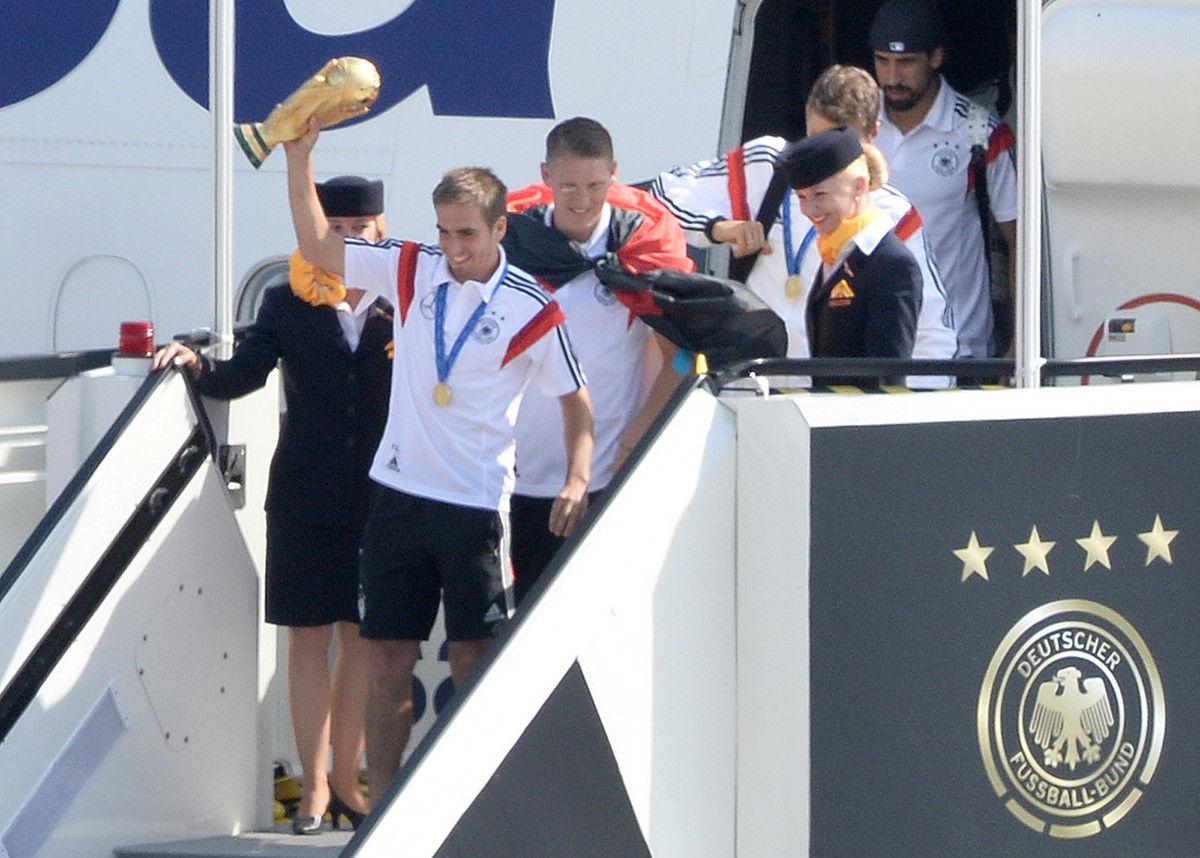 当地时间2014年7月15日,柏林,德国队专机抵达柏林。