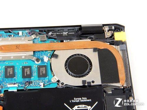 总的来说,pro 11 机身内部结构还是比较紧凑的,主板,电池等部件基本上
