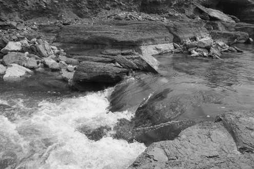 泉泸——钱家庄渗漏带进行引水补源,日引水量分别为10万立方米和1万