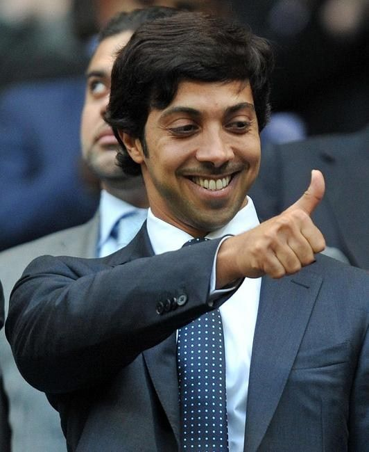 2011年,《442》评出英国足坛百大富豪,曼城老板曼苏尔毫无悬念