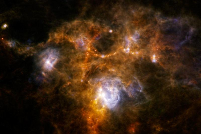 科学家发现幼儿恒星 质量为太阳500倍