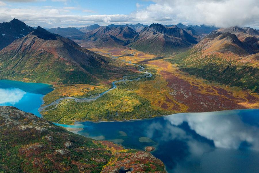 比较著名的国家公园有奇奈峡湾国家公园 (Kenai Fjords National Park)、迪纳利国家公园 (Denali National Park)、北极之门国家公园(Gates of the Arctic National Park) 、冰川湾国家公园(Glacier Bay National Park)等。