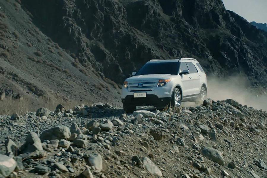 探险是人类蕴藏永久的精神动力,而阿拉斯加的壮美景观更是驱动人们前行的永动机。然而,探险之路崎岖艰难,无数驱车前行的探险者在到达目的地之前就已陷在泥泞的道路上停滞不前,因此,一款绝对可靠的旗舰级SUV方能助你勇往直前。