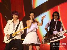 飞儿乐队为2013华姐总决赛献唱 华姐主题曲成亮点