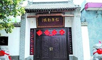"""河南穷山村现""""将军府"""":占地600平米 装修奢华"""