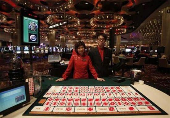 揭密澳门赌场:金碧辉煌 一次输赢就上百万