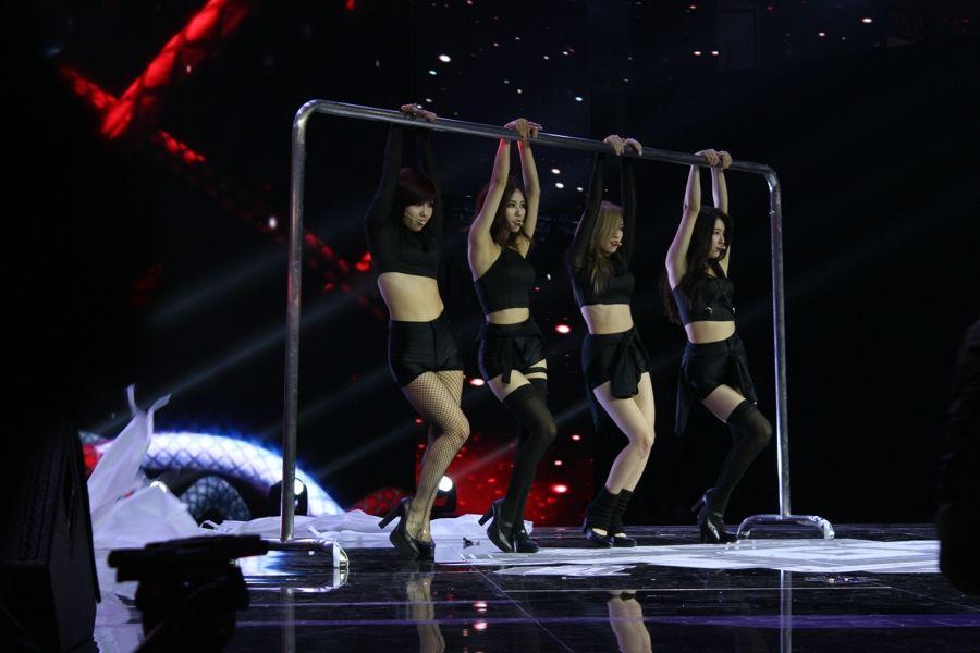 Miss A现身腾讯游戏嘉年华 献出劲歌热舞 游戏