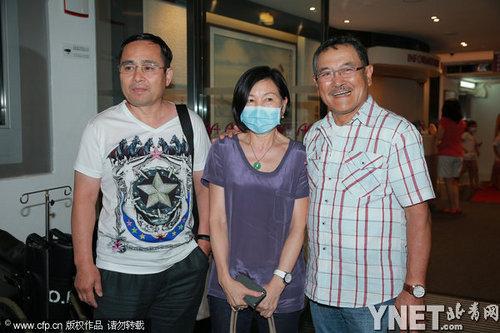 杨幂父母医院探女匆忙离开 透露6月5号出院