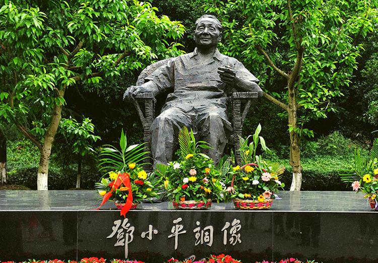 邓小平故里旅游区包括绿色长廊、邓小平纪念园、佛手山景区、协高清图片