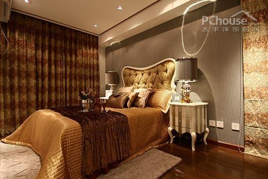 值得用心的是床头洁白,可爱的兔子灯,为空间增加灵性.