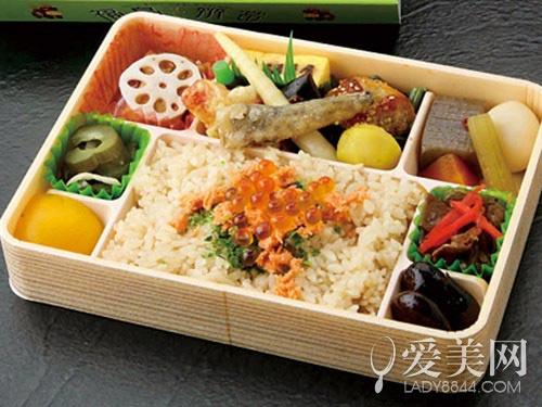 美食战: 日本铁路便当vs中国火车盒饭