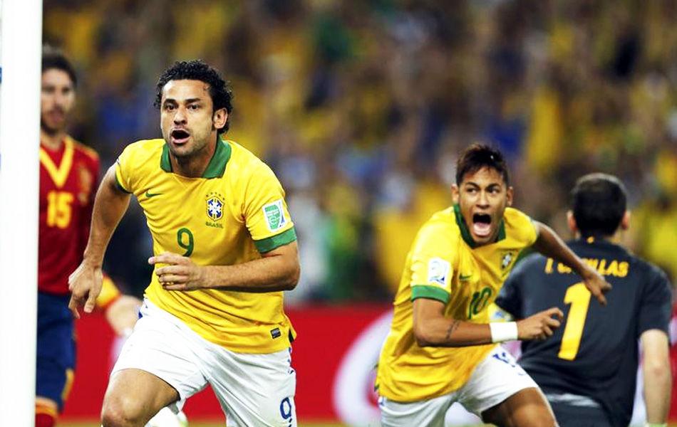 2013年7月1日,2013年联合会杯决赛,巴西3-0西班牙,终结世界冠军29场不败,并取得联合会杯的三连冠。图为开场仅95秒,弗雷德便取得进球。