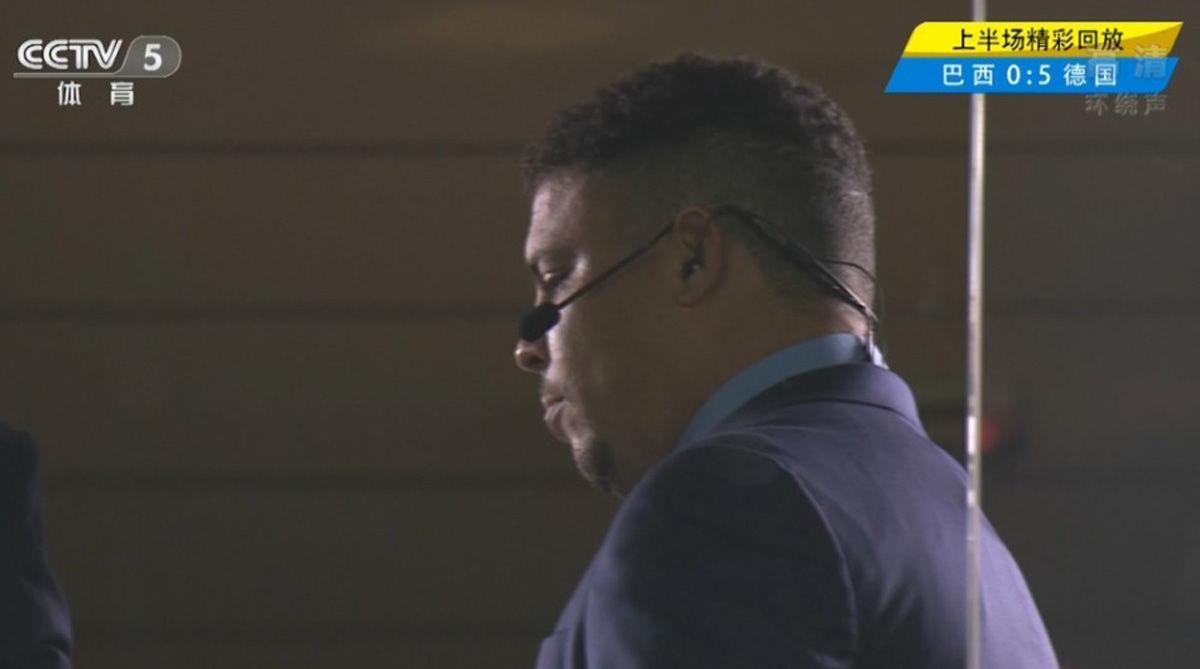 中场时的罗纳尔多,目睹祖国的惨败,目睹了自己的进球纪录被超越。
