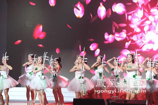 组图:2012中国慈善排行榜颁奖典礼现场表演