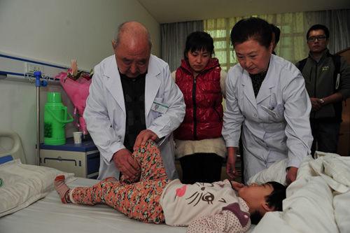 张倬成为中国儿基会脑瘫儿童救助项目首位受益者