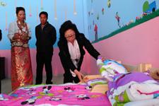 中国儿童少年基金会秘书长陈晓霞考察幼儿园设施